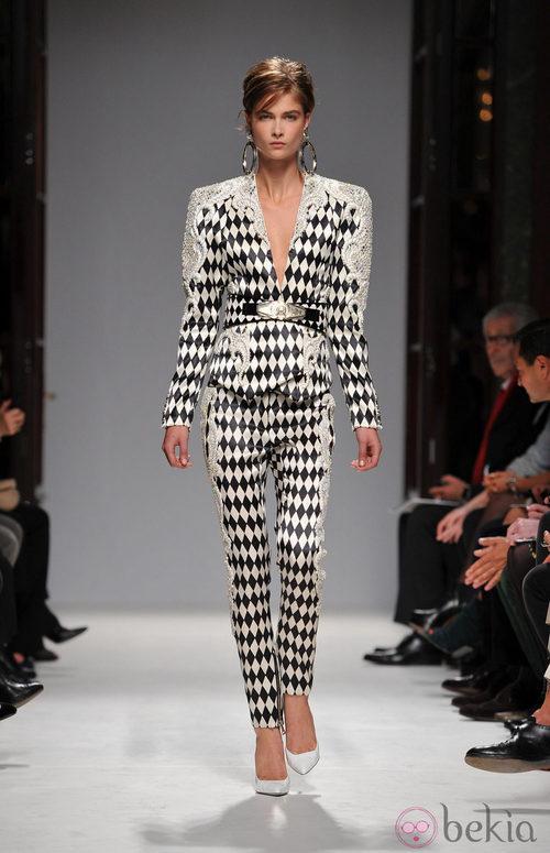Conjunto con print de rombos y cannage de Balmain en la Semana de la Moda de París primavera/verano 2013