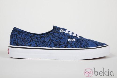 Zapatilla azul con estampado de la colección Vans x Kenzo parte III