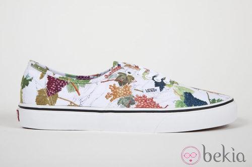 Zapatillas blancas con estampado de uvas de la colección Vans x Kenzo parte III
