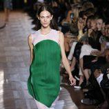 Manchas de color en el desfile de Stella McCartney en la Semana de la Moda de París primavera/verano 2013