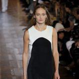 Vestido blanco y negro de Stella McCartney primavera/verano 2013