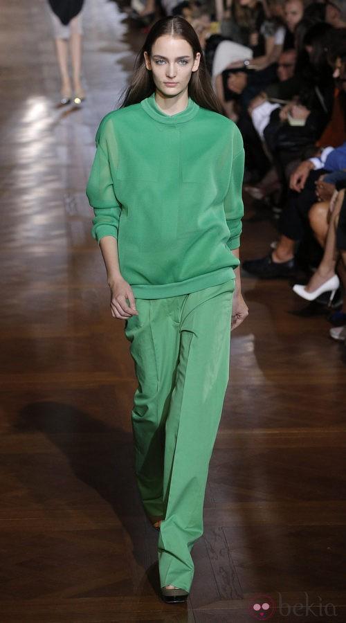 Conjunto de corte masculino en color verde de Stela McCartney primavera/verano 2013