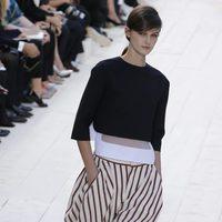 Top negro y pantalones a rayas de Chloé primavera/verano 2013