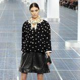 Las perlas protagonizan el desfile de Chanel en la Semana de la Moda de París primavera/verano 2013