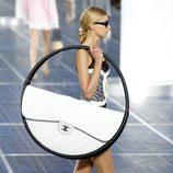 El bolso 2.55 de Chanel se reinventa en la Semana de la Moda de París primavera/verano 2013