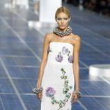 Vestido con bordados de flores de Chanel en la Semana de la Moda de París primavera/verano 2013