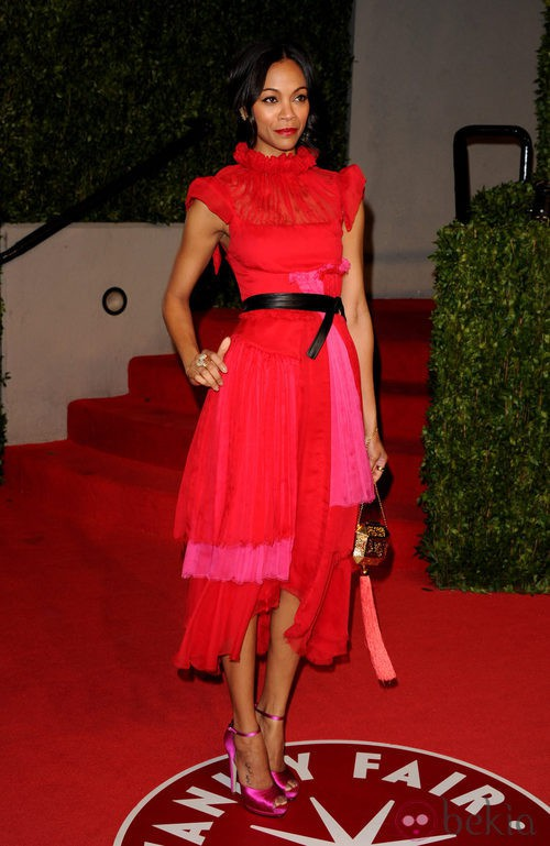 Zoe Saldana, color block con capas