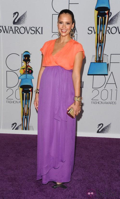 Jessica Alba, color block embarazada