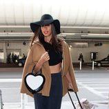 Leona Lewis con sombrero de ala ancha