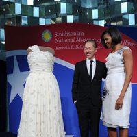 Jason Wu y Michelle Obama con el diseño que lo catapultó a la fama