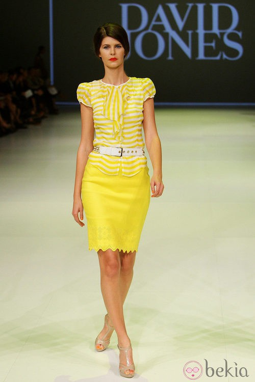 Camisa y falda amarillas de David Jones