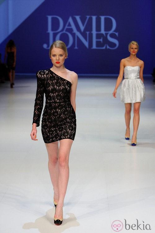 Vestido corto de encaje de David Jones