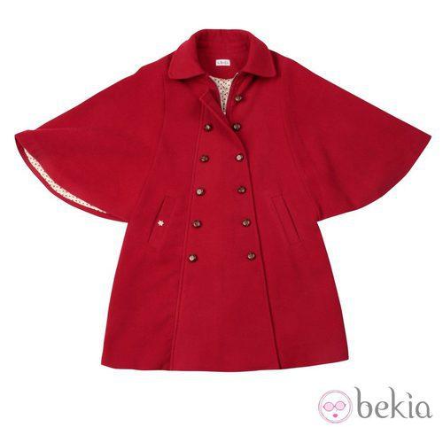 Abrigo rojo con amplias mangas de Kling