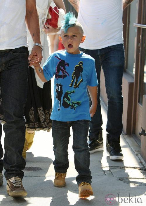 Kingston Rossdale, hijo de Gwen Stefani, con cresta azul
