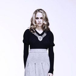 Florence Brudenell Bruce, novia del príncipe Harry, con falda de punto para Anonymous Clothing
