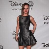 Christina Ricci en fiesta de la ABC con vestido de Michael Kors