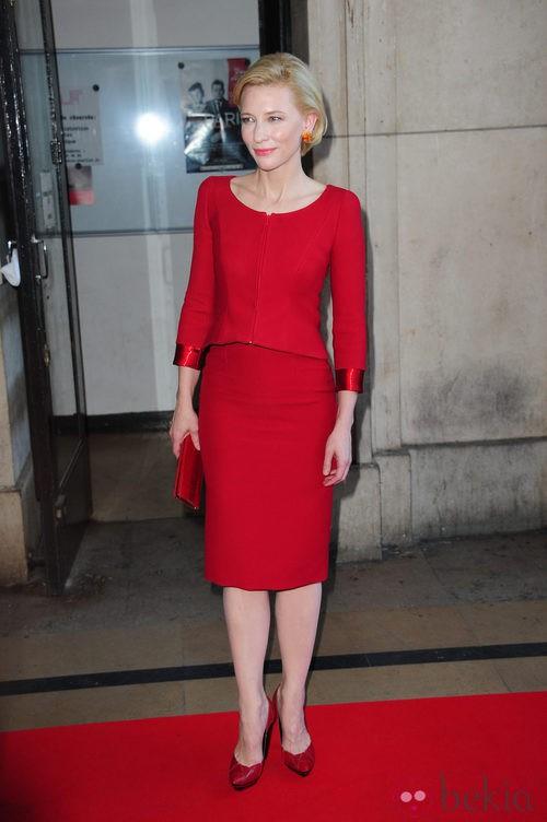 Cate Blanchett en el desfile otoño/invierno 2011 de Armani