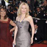 Cate Blanchett con un Armani Privé gris