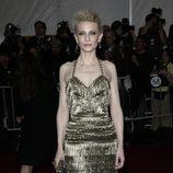 Cate Blanchett con vestido de flecos dorados