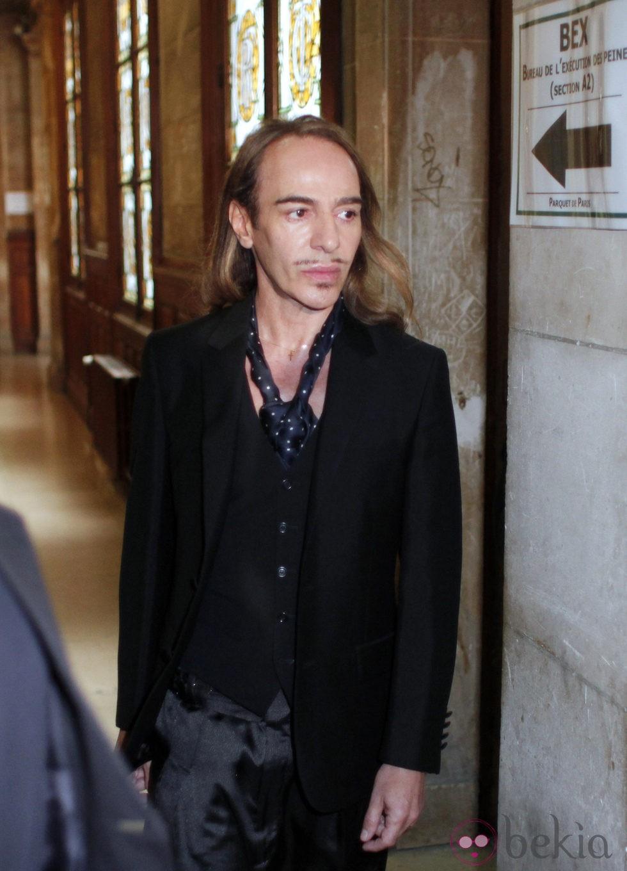 John Galliano sale del juzgado