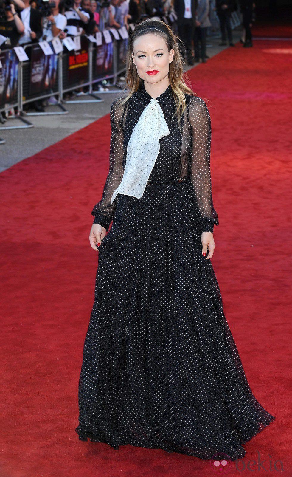 Olivia Wilde de Gucci presentando 'Cowboys and aliens'