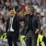 Guardiola y Mourinho durante un partido