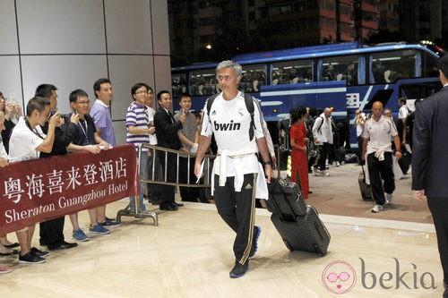 Mourinho con la equipación deportiva del Real Madrid