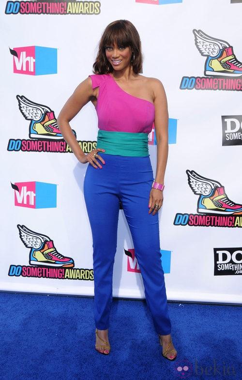 Tyra Banks con color block en los premios Do Something