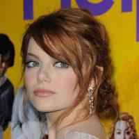 Emma Stone con pendientes de estrellas de Chanel