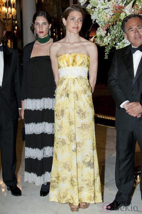 Carlota Casiraghi con vestido amarillo de estampado floral