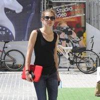 Look deportivo de Carlota Casiraghi con calzado de Gucci