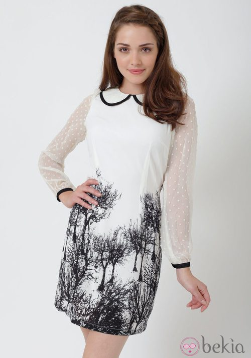 Vestido blanco con mangas transparentes de Yumi