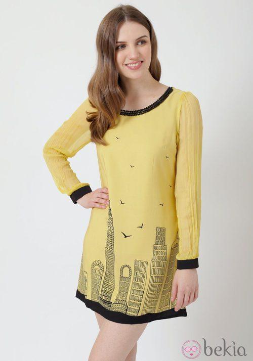 Vestido amarillo con estampado urbano de Yumi