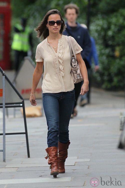 Pippa Middleton con vaqueros y botas