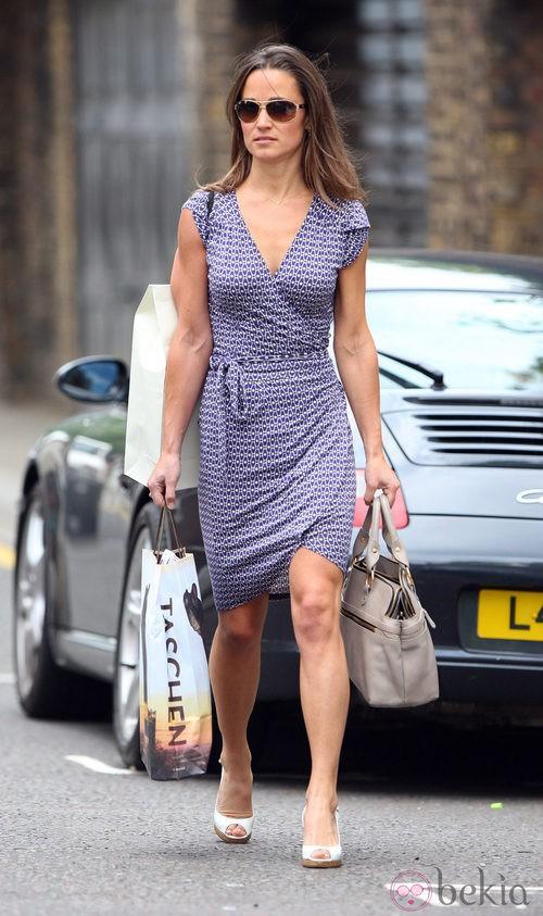 Pippa Middleton con vestido cruzado