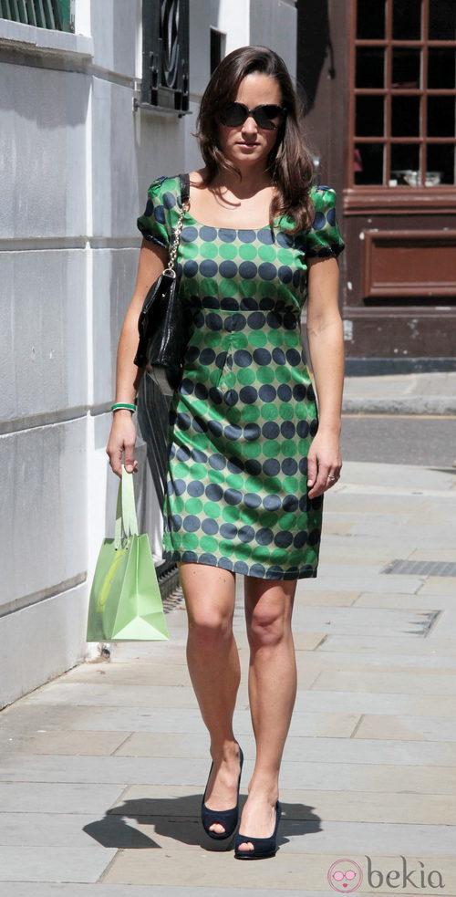 Pippa Middleton con vestido de lunares verde