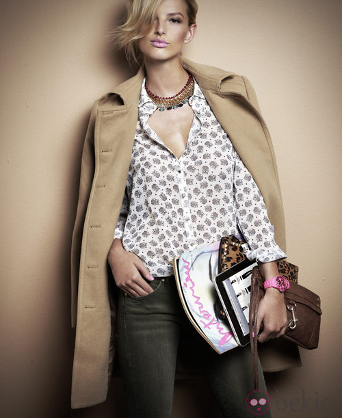 Abrigo beige y camisa estampada de la segunda colección de Suiteblanco para este otoño/invierno 2012/2013