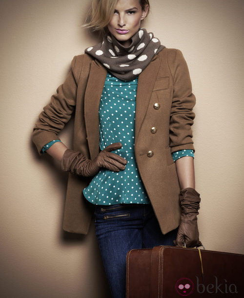 Camisa de lunares y chaqueta con botonadura dorada de Suiteblanco otoño/invierno 2012/2013