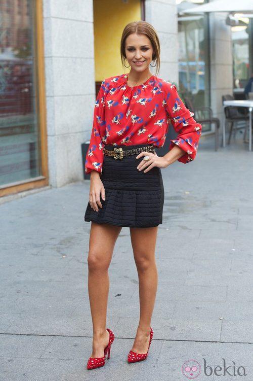 Paula Echevarría con una camisa estampada de Moca Couture en la presentación de 'Vulnerables'