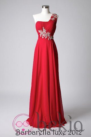Vestido color fresa con escote asimétrico de la colección de vestidos de Barbarella