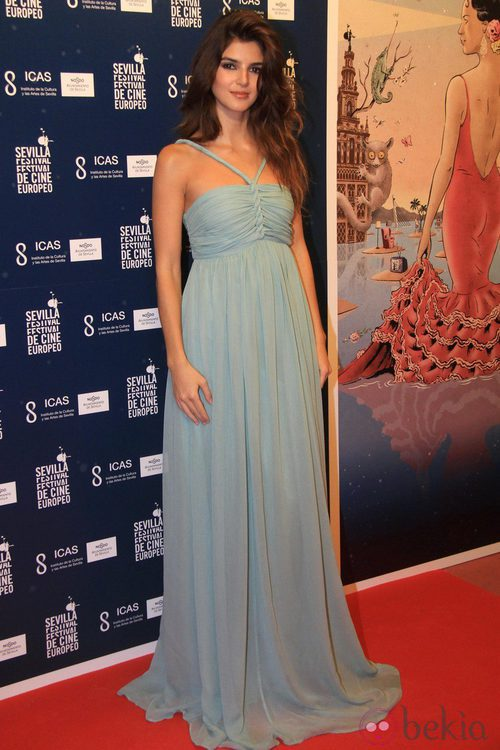 Clara Lago con un vestido de corte griego en Festival de Cine Europeo de Sevilla 2012