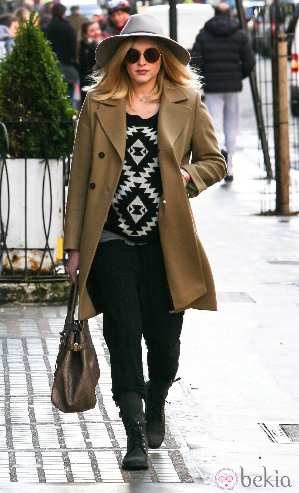 Fearne Cotton con un look muy otoñal en Londres