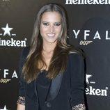 Ana Fernández con blazer negra y shorts de paillettes