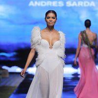 Traje de baño con falda de seda de Andrés Sardá en la Lif Week de Lima