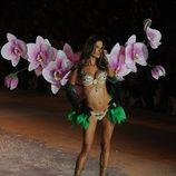 Alessandra Ambrosio luciendo el 'Fantasy Bra' durante el Fashion Show 2012 de Victoria's Secret