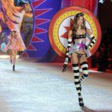 Karlie Kloss en el Victoria's Secret Fashion Show 2012