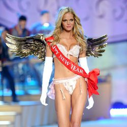 Erin Heatherton en el Fashion Show 2012 de Victoria's Secret