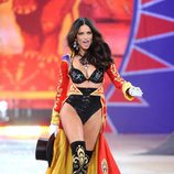 Adriana Lima en el Fashion Show de victoria's Secret 2012