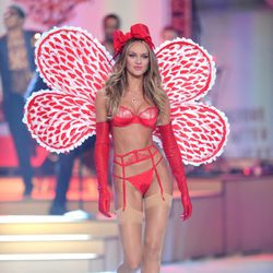 Candice Swanepoel en el Fashion Show de Victoria's Secret 2012