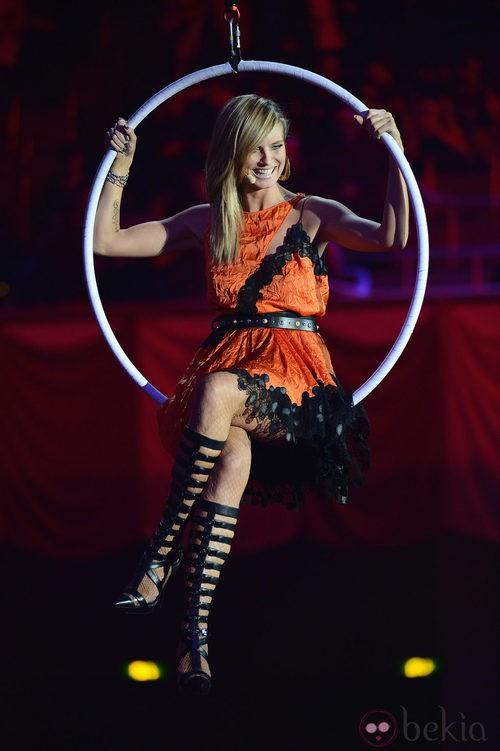 Heidi Klum con un vestido naranja de Versace en los MTV Europe Music Awards 2012